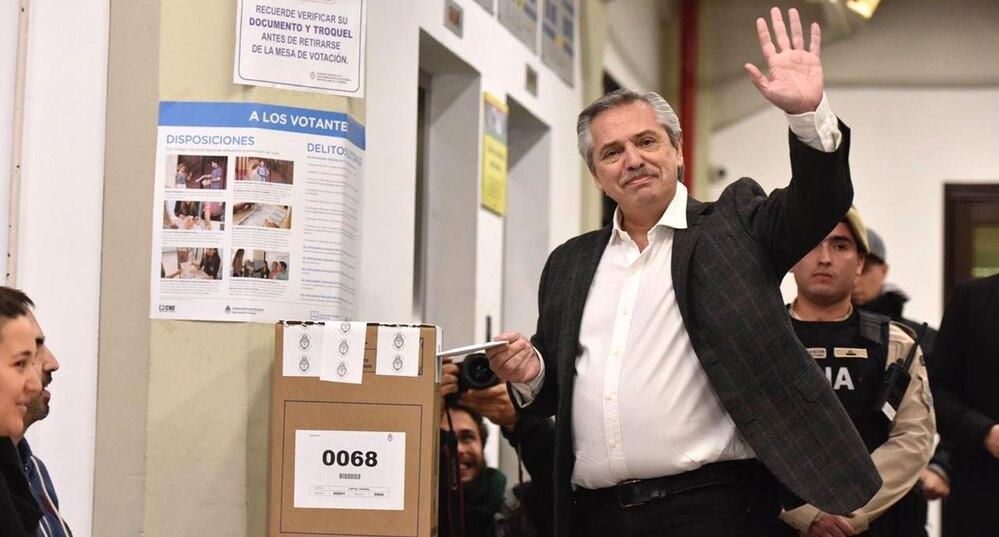 Alberto Fernández vota en las PASO 2019, donde se aplicó el software de Smartmatic