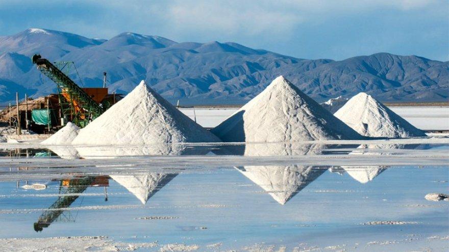 China entiende al litio como un mineral clave para expandir su mercado automotriz interno.