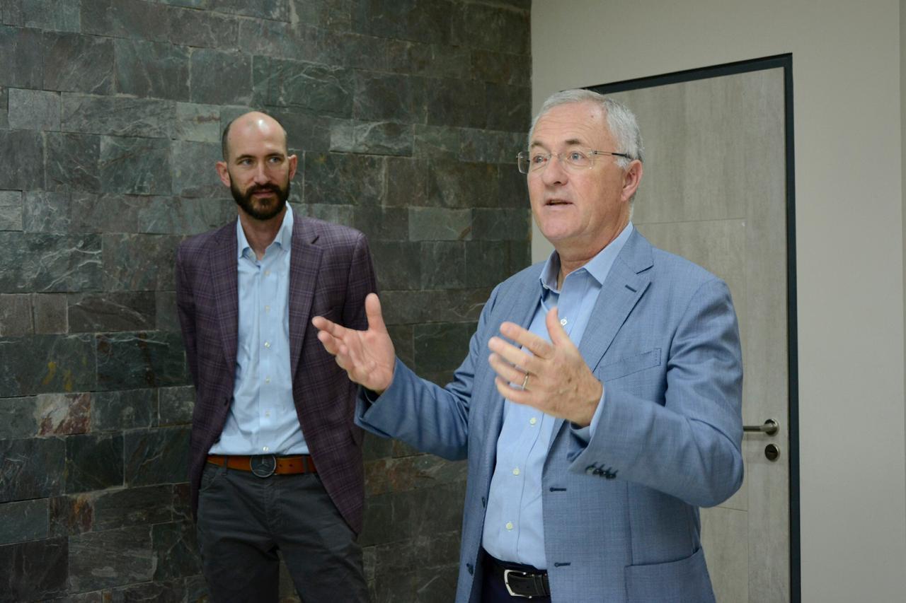 Marc Nöel, CEO de Vinventions, junto a su hijo, Michael Nöel