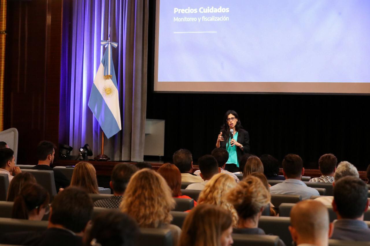 Paula Español, secretaria de Comercio, argumentó la versión oficial sobre que lo de la leche fue una baja del IVA