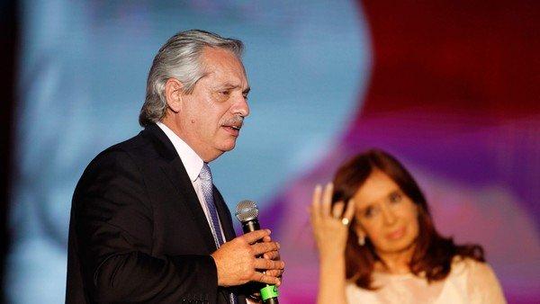Esta vez, Cristina Kirchner prefirió evitar el palco compartido con Alberto Fernández y dejó un ambiguo mensaje en las redes