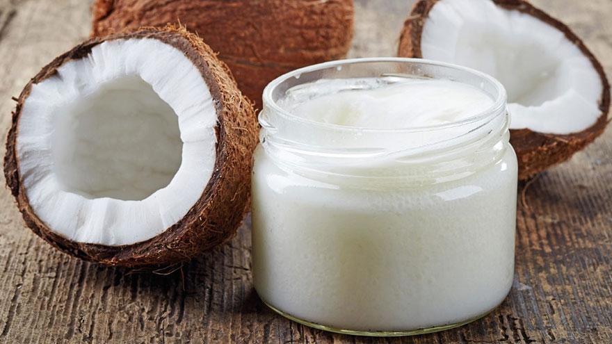 El aceite de coco puede ayudar a ingerir grasa diariamente