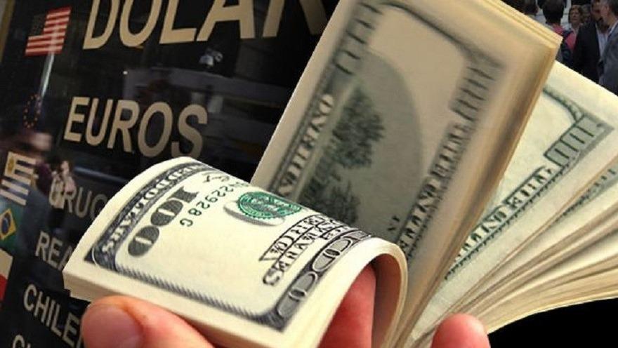 Los bancos estiman que en julio llegaron a cuatro millones los ahorristas que demandaron la cuota oficial de 200 dólares