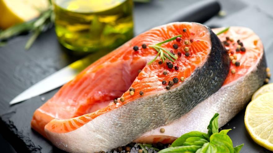 El salmón es uno de los pescados azules y es altamente nutritivo