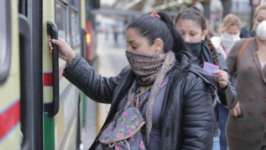 Uno de los principales focos de transmisión del virus es el transporte público