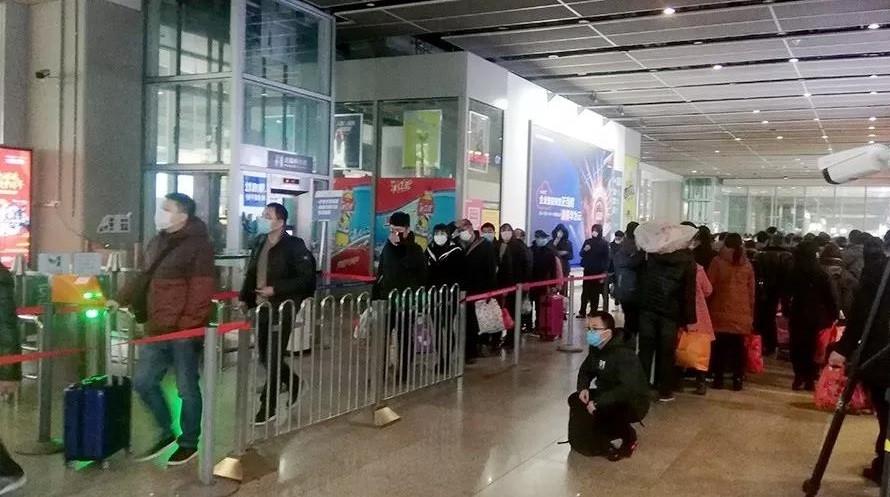 Alerta por nueva cepa de covid: Argentina frena vuelos internacionales.