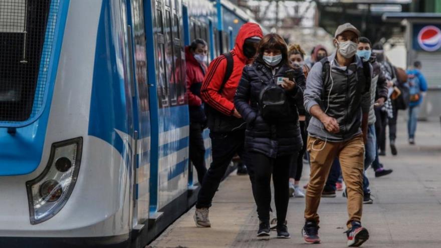 Preocupación oficial por la congestión en trenes y colectivos.
