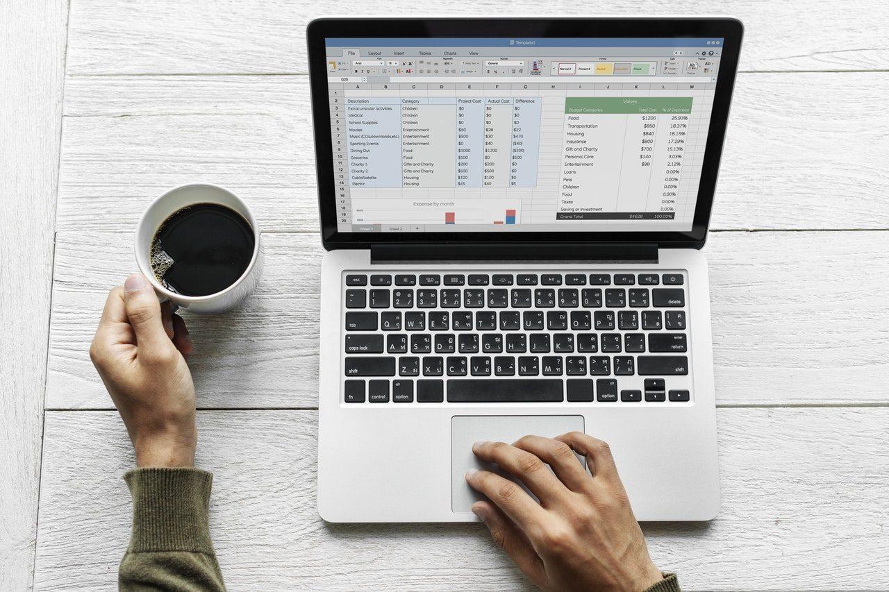 Hay trabajos online de data entry donde solo necesitás saber completar una planilla de Excel