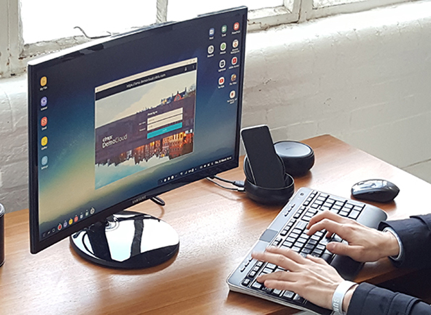 Hay diferentes maneras de vincular un celular con un monitor de computadora.