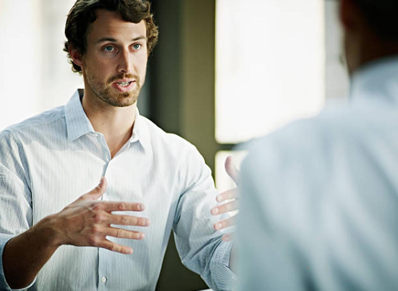El lenguaje no verbal es fundamental en la escucha activa