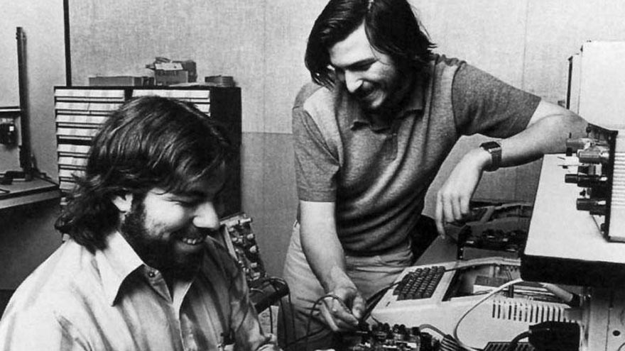 Creadores de Apple: Steve Jobs junto a Steve Wozniak.