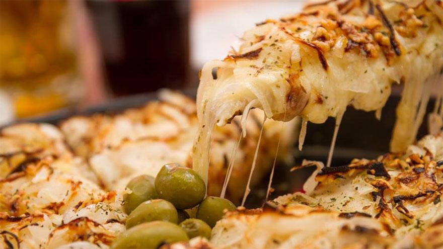 Cuál es el truco para recalentar la pizza y que quede crujiente