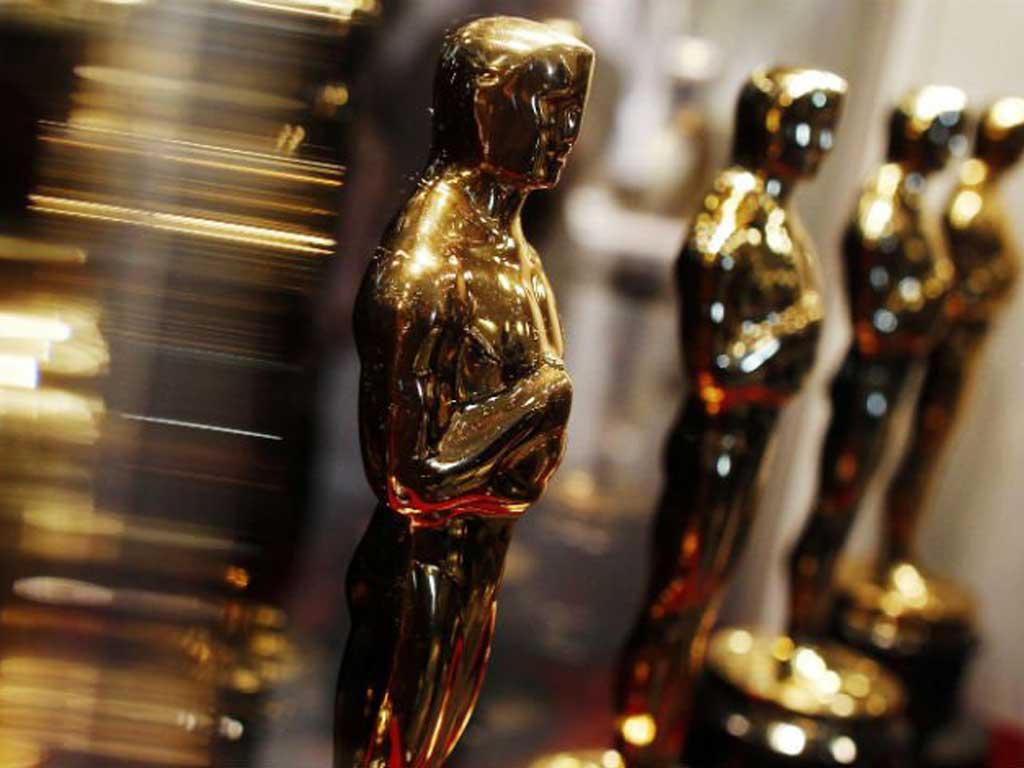 No necesitas escribir para Hollywood para ganar dinero extra escribiendo guiones