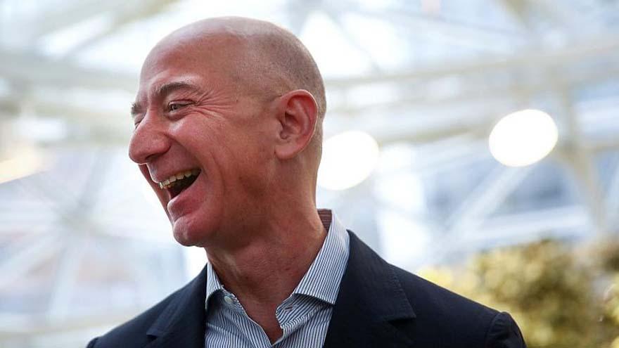 Jeff Bezos fue uno de los primeros inversores en el motor de búsqueda de Internet, Google