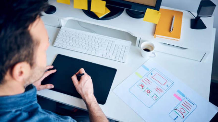 Los diseñadores trabajan desde sus casas y convierten su habilidad en un negocio rentable