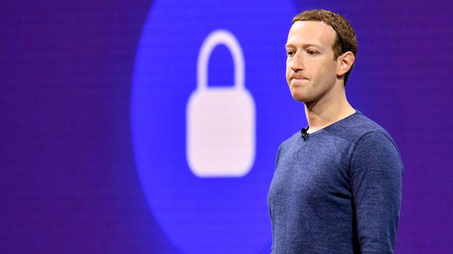 Cuando usas Facebook, estás renunciando a tu privacidad de una manera que haría que Santa Claus tuviera envidia.