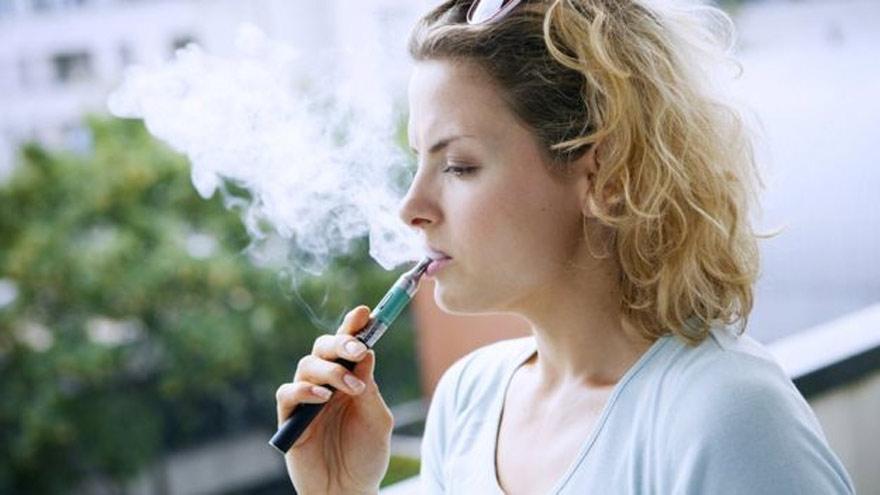 Cigarrillo electrónico: una de las soluciones propuestas.