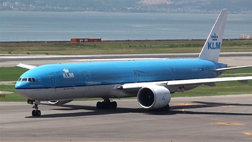 El último vuelo de KLM rumbo a Amsterdam despegó este viernes desde Ezeiza.