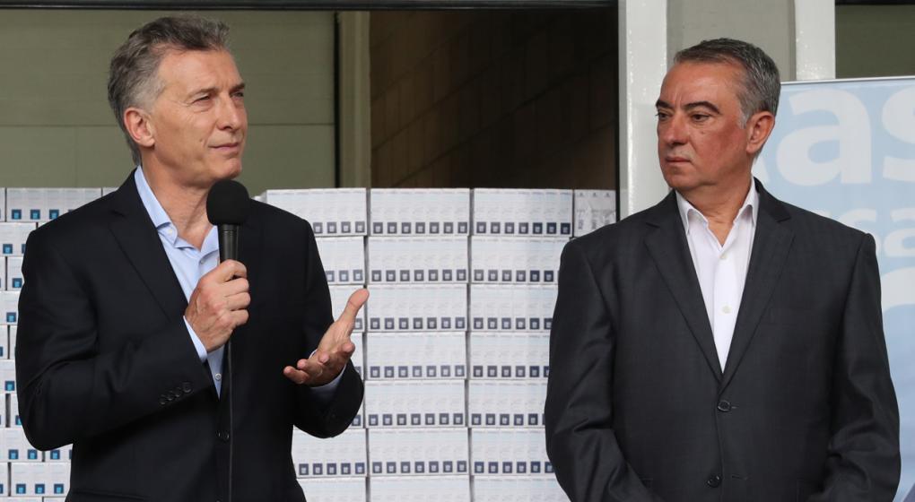 Mauricio Macri y Sergio Cassinotti, titular del PAMI, en el anuncio del convenio