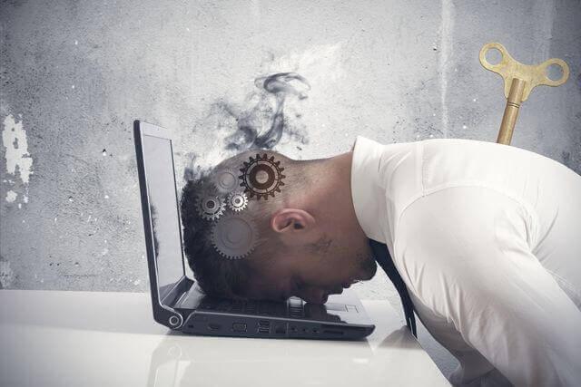 ¿Cuáles son los síntomas que demuestran las personas con burnout?