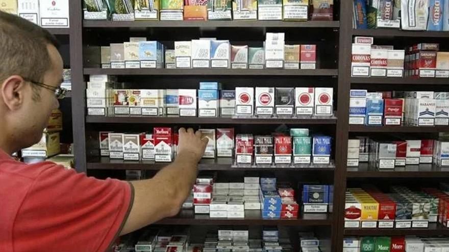 Cigarrillos: las marcas prometen un rápido abastecimiento si las dejan producir.