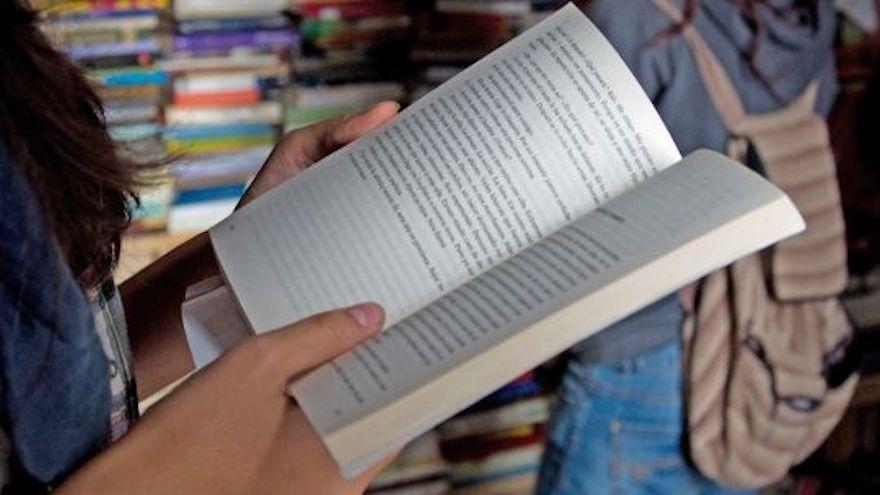 Argentina frena la importación de libros españoles por su