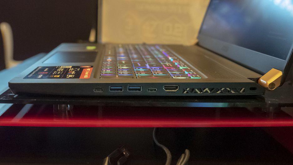 MSI GS75 Stealth: MSI nos entregó una versión de 17 pulgadas de su asombrosa y obscenamente delgada computadora portátil GS65 Stealth Max-Q. Con la excepción de las GPU RTX que se encuentran en el interior (2060, 2070 Max-Q o 2080 Max-Q), las especificaciones son bastante comunes: pantalla de 1080p a 1080p a 144Hz, hasta Intel Core i7. No hay precio o disponibilidad en este, todavía.