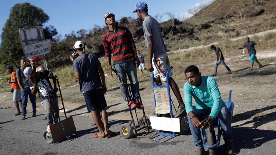 Expectativa en la frontera con Brasil por la llegada de ayuda internacional.