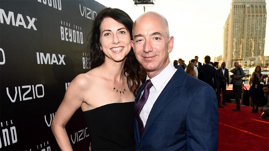 Jeff Bezos se separó de su mujer MacKenzie en 2019 en un divorcio millonario