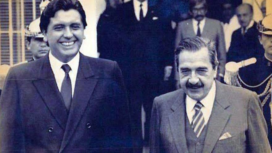Presidentes: Alan García junto a Raúl Alfonsín, a mediados de los años 80.