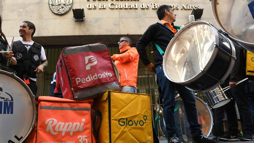 Los trabajadores de las apps de delivery también tienen sus motivos para protestar contra ellas
