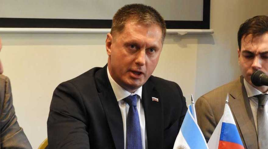 El embajador de la Federación Rusa, Dmitry Feoktistov