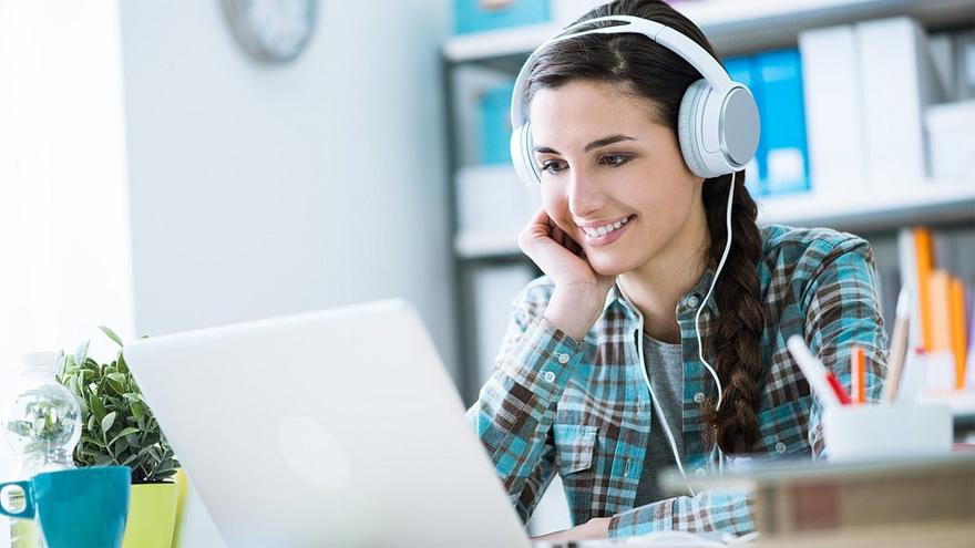 Muchos chicos en la Argentina continuaron este año el ciclo lectivo mediante clases virtuales