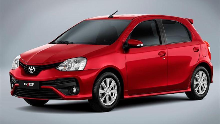 Toyota se suma a las rebajas con Etios y Yaris.