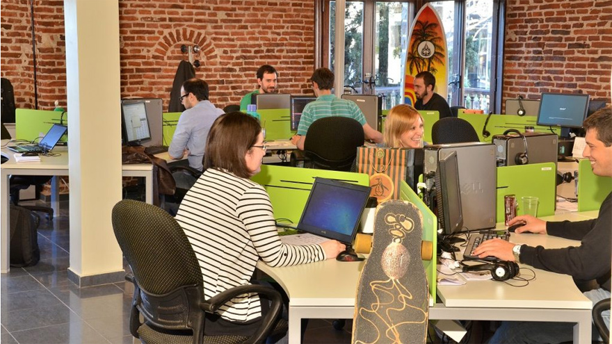 En Rosario hay radicadas empresas de software y centros de contacto.