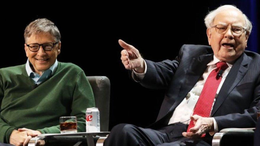 Bill Gates reconoce como su mentor al inversor Warren Buffett