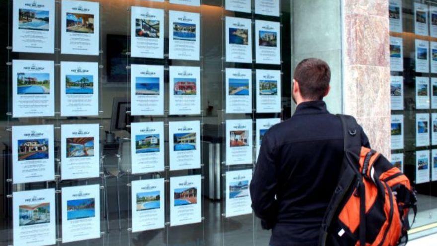 Las inmobiliarias operarán de 11 a 21 horas y con cupo en el acceso a los locales.