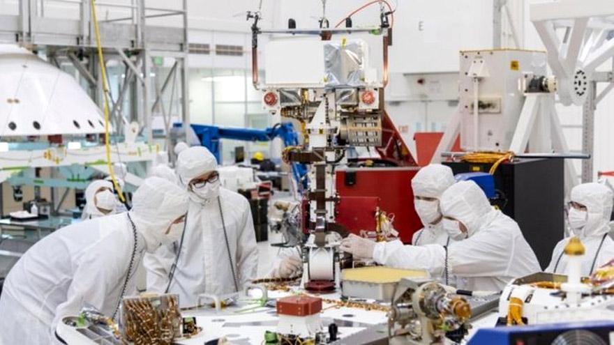 El Laboratorio de Propulsión a Chorro ha diseñado robots de exploración espacial como los llevados a Marte en años recientes.