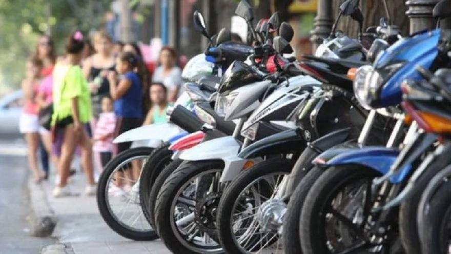 Usar la moto, un medio para evitar la pandemia.