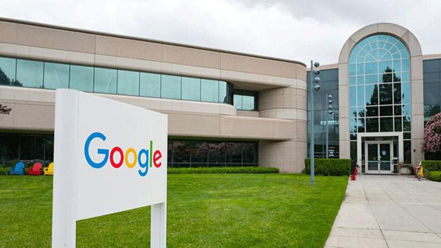 Google, por ejemplo, tiene edificios, pero sus activos tangibles no representan mucho de su valor en el mercado.