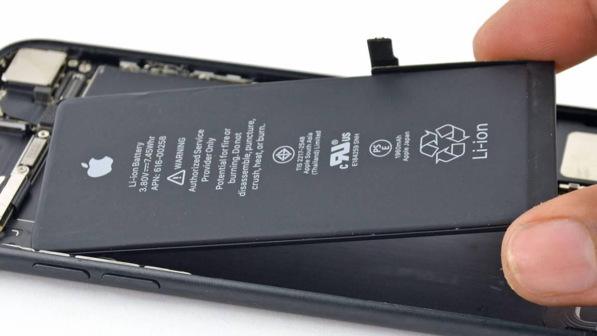Los smartphones tienen baterías de iones de litio o de polímero de iones de litio que no necesitan calibración.