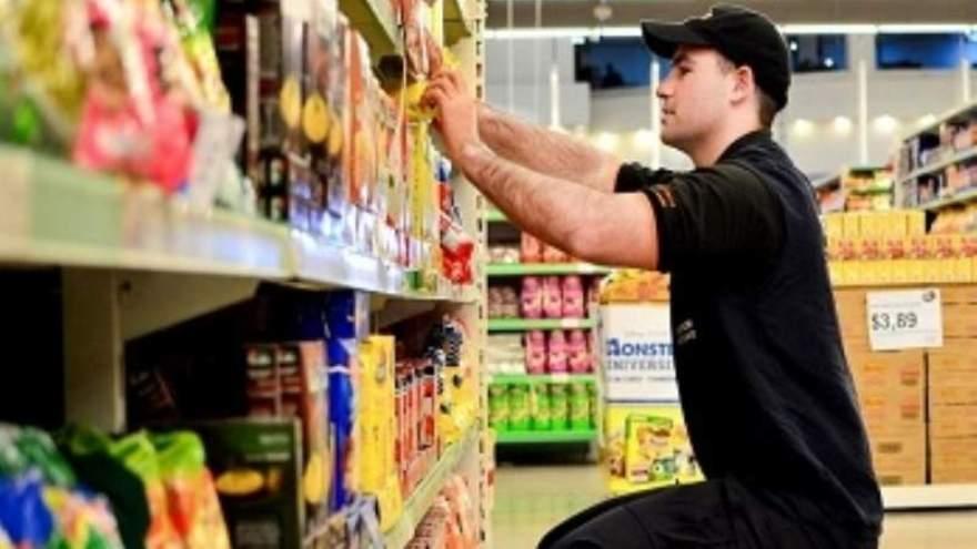 ¿Cuánto cobra el personal auxiliar en los comercios?