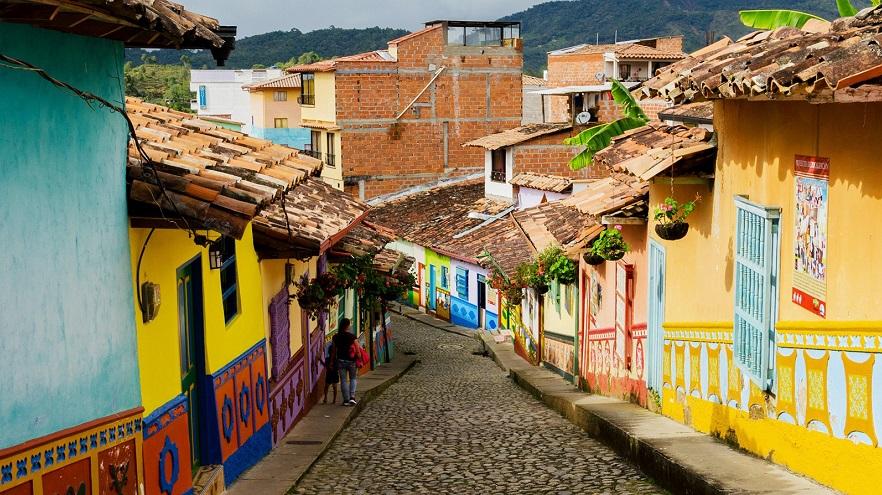 Colombia, afectada por la baja del precio del petróleo
