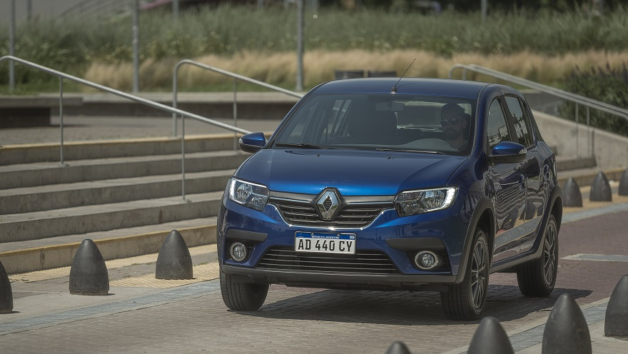 Renault Sandero, barato con dólar blue, y entre los más vendidos.