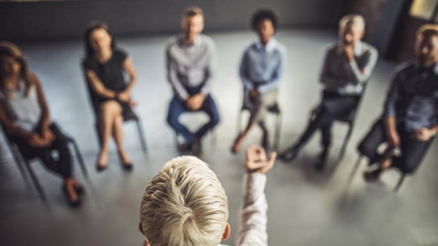 Es preferible ser líder y protagonista antes que víctima en el trabajo