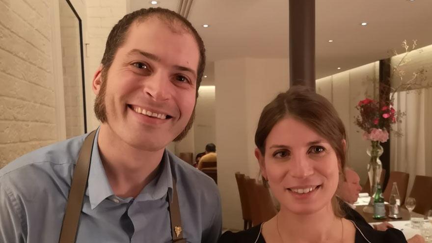 Mariano Moreno junto a Paz Levinson.