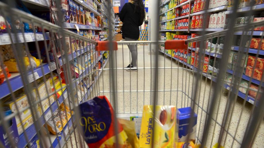 Los productos de la canasta alimenticia están en pleno proceso de remarcación, tras el análisis de suba de costos en las empresas fabricantes