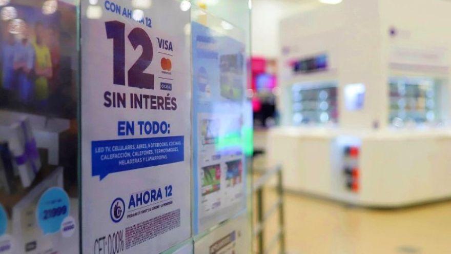 La salida de los celulares del Ahora 12 oficial obligó a las operadoras a negociar directamente con los bancos