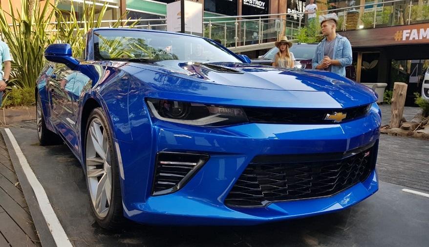Chevrolet Camaro, con opción descapotable.