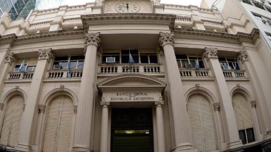 Por orden del Banco Centra, desde este lunes, los bancos comienzan a ofrecer una tasa mínima del 30%